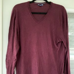 Gap men's vneck sweater